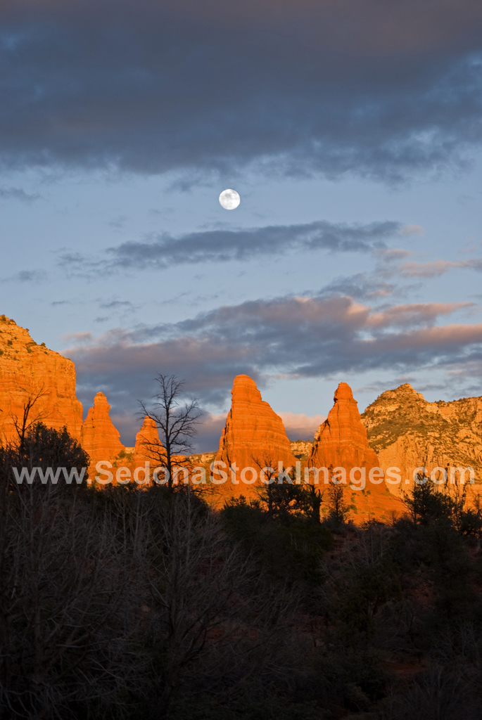MoonWaxGib2225.jpg, Sedona Stock Images, Sedona Stock Photo, Landscape Photographer Victor Cariri, Sedona Moonrise